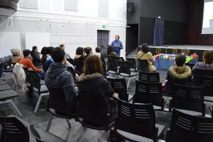 """A Casa da Cultura de Tomiño acolle o encontro """"Estratexias para unha crianza en positivo"""""""
