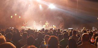 Heredeiros da Crus en el concierto que ofrecieron en Baiona