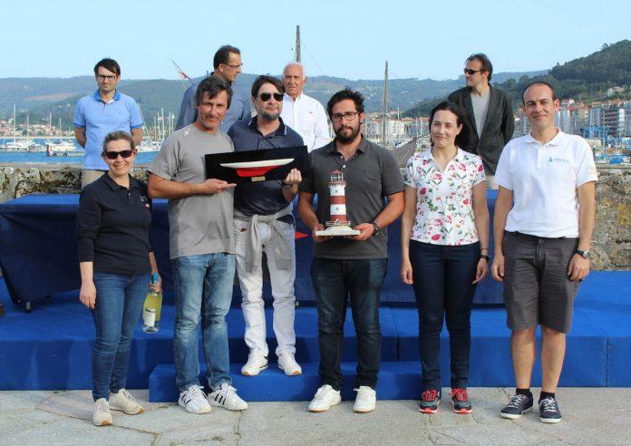Tripulación del Nahela ganadora del Trofeo Comunica