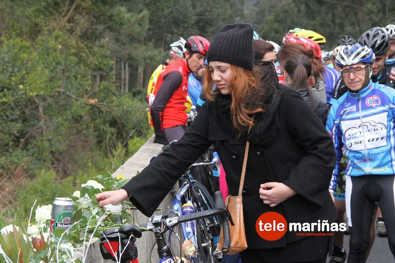 concentracion_homenaje_ciclistas_aguarda3